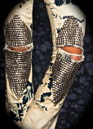 calça acid jeans com tachas