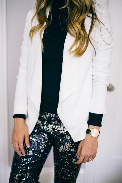calça de paetê com blazer branco