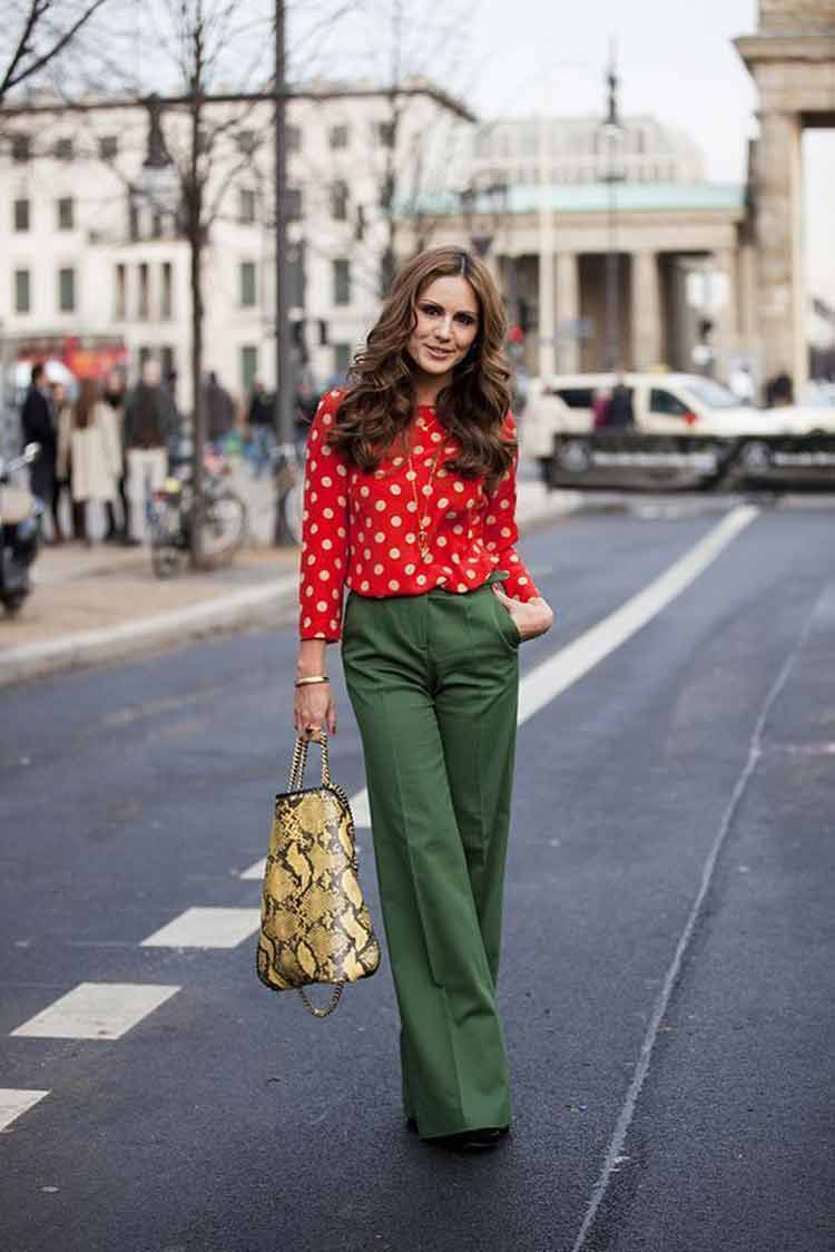 blusa-poa-vermelho-e-calça-pantalona-verde-oliva
