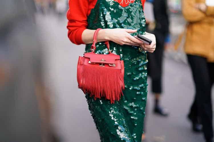 vestido-verde-bolsa-vermelha