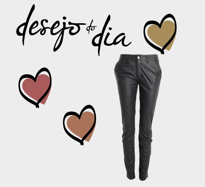 calça resinada estilo couro