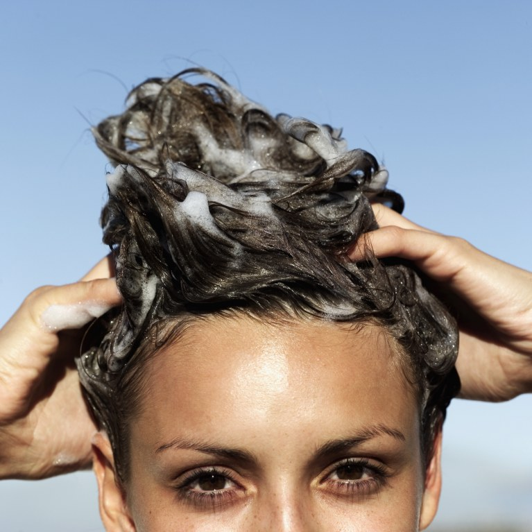 como lavar cabelos corretamente