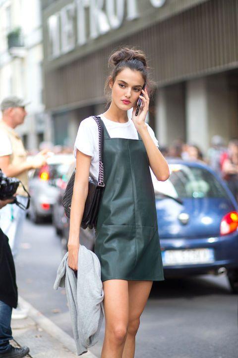 vestido de couro no verão como usar