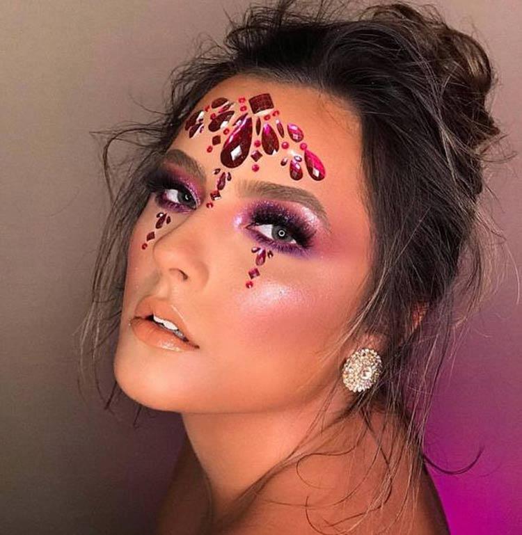 Maquiagem-para-Carnaval-com-Pedrinhas