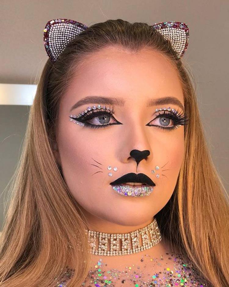 Maquiagem-para-Carnaval-de-Gatinha-com-glitter