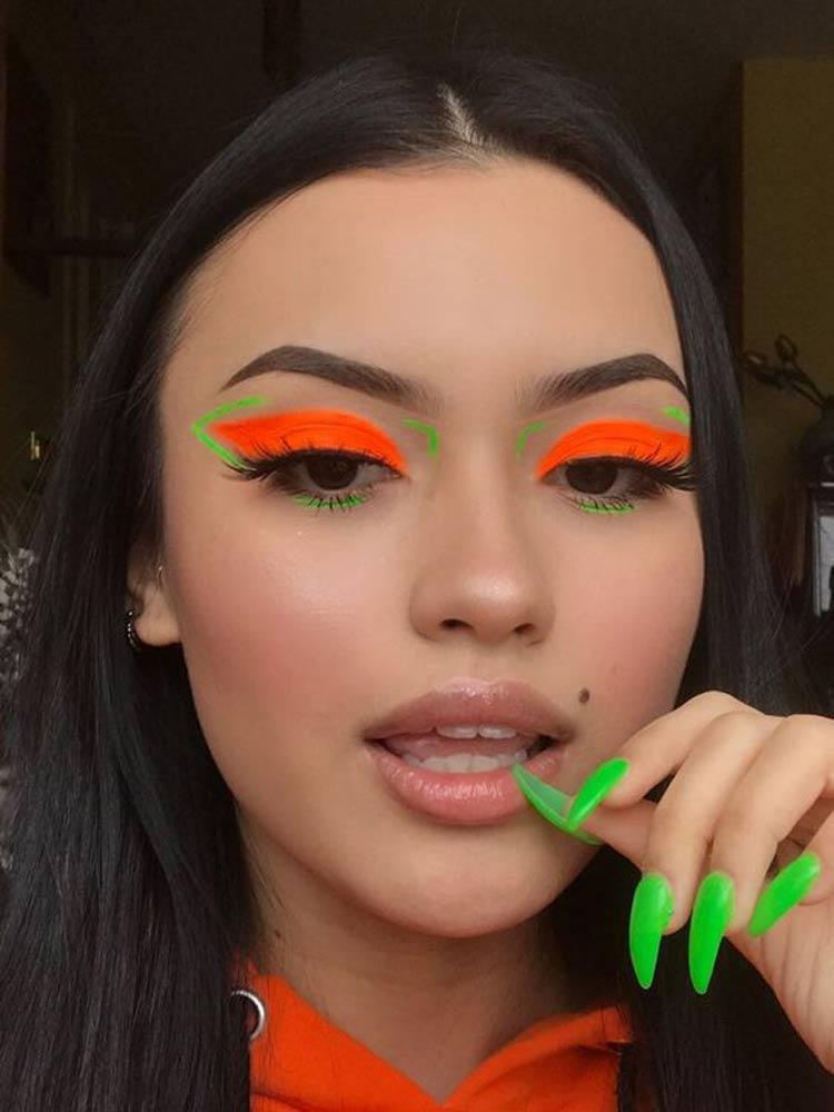 maquiagem-carnaval-delineado-neon