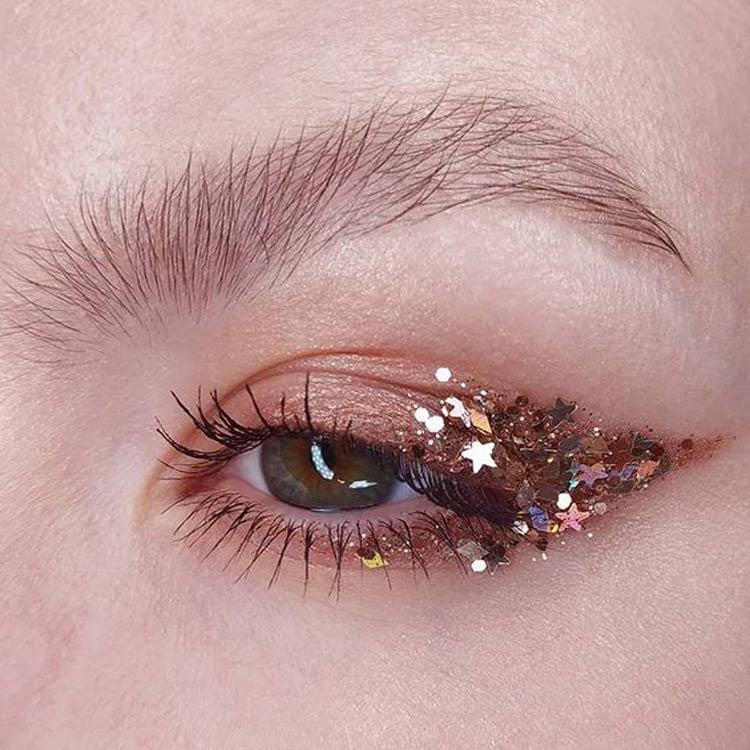 maquiagem-carnaval-delineador-glitter