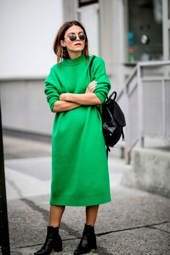 looks feminino vestido verde e mochila preta