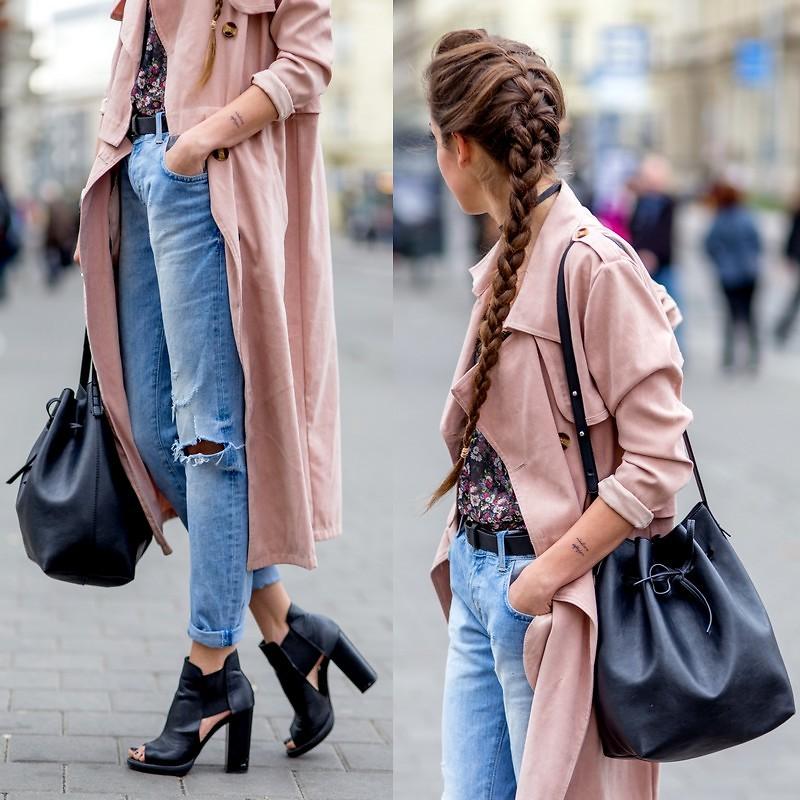 bucket bag bolsa saco preta e casaco rosa