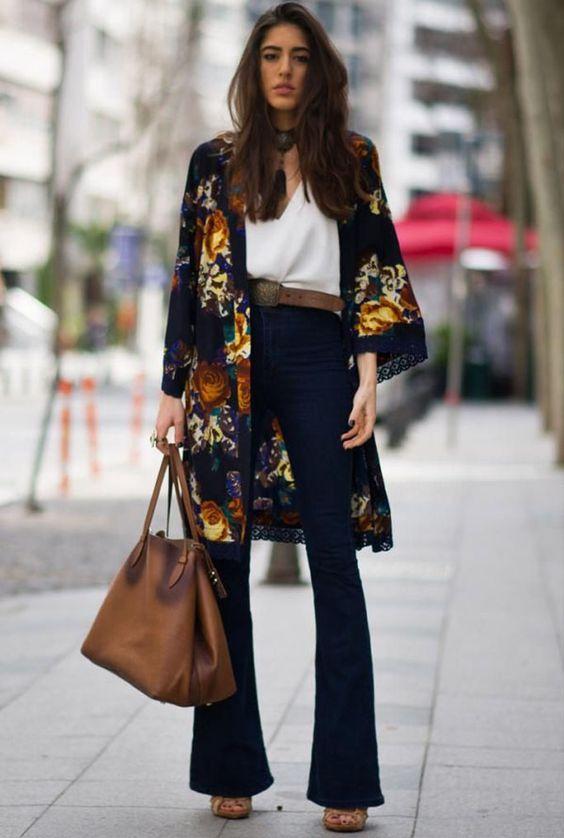 kimono estampado e calça de cintura alta
