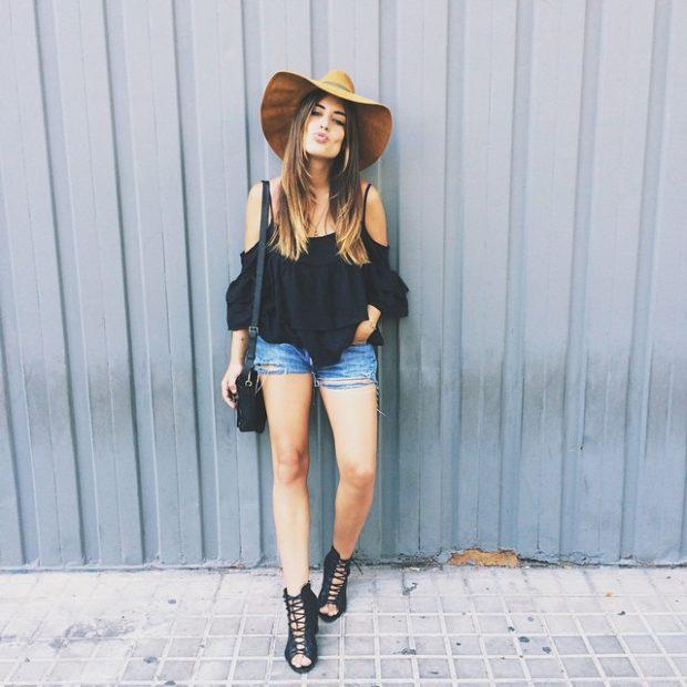 shorts jeans e blusa preta look com chapéu