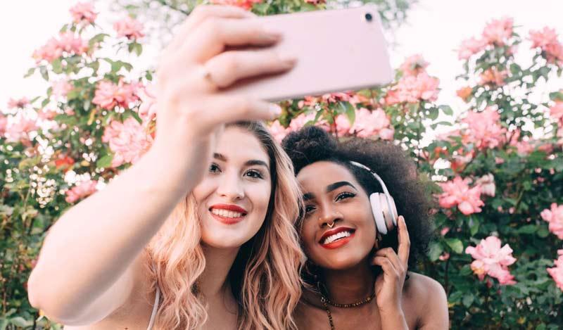 como-sair-bem-em-selfies-e-fotos