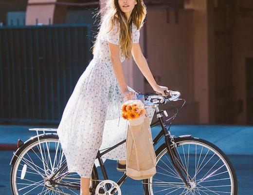 estilo cicle chic looks despojados para andar de bicicleta