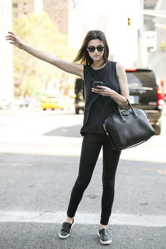 mulher de roupa preta