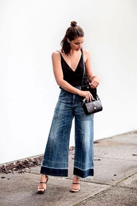 body preto, calça pantacourt jeans