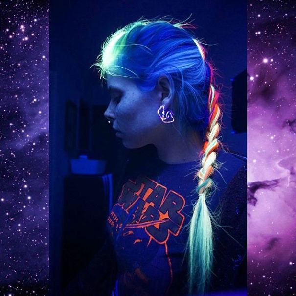 cabelos rainbow hair que brilham na luz negra