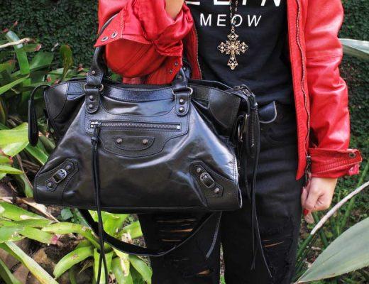 look-todo-preto-jaqueta-vermelha