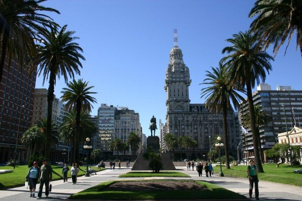 Plaza-Independencia-600x400