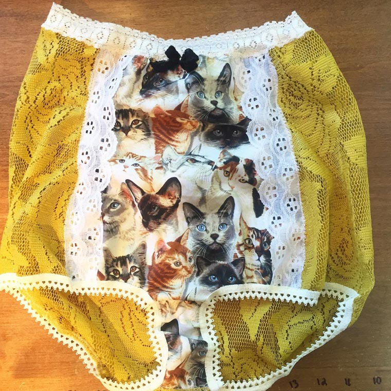 calcinha hot pant com estampa de gato