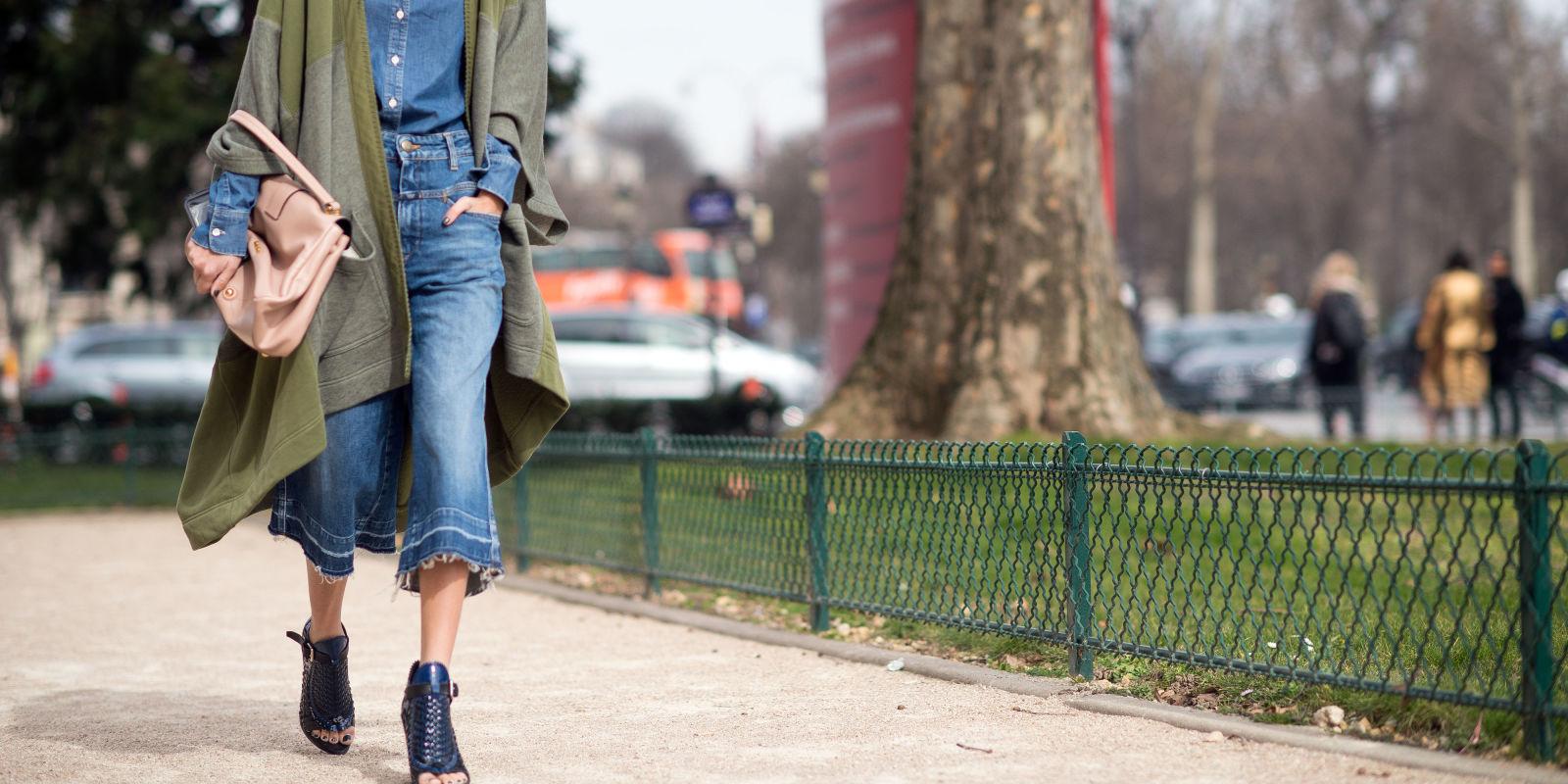 como usar Cropped flare a nova tendência em calça jeans