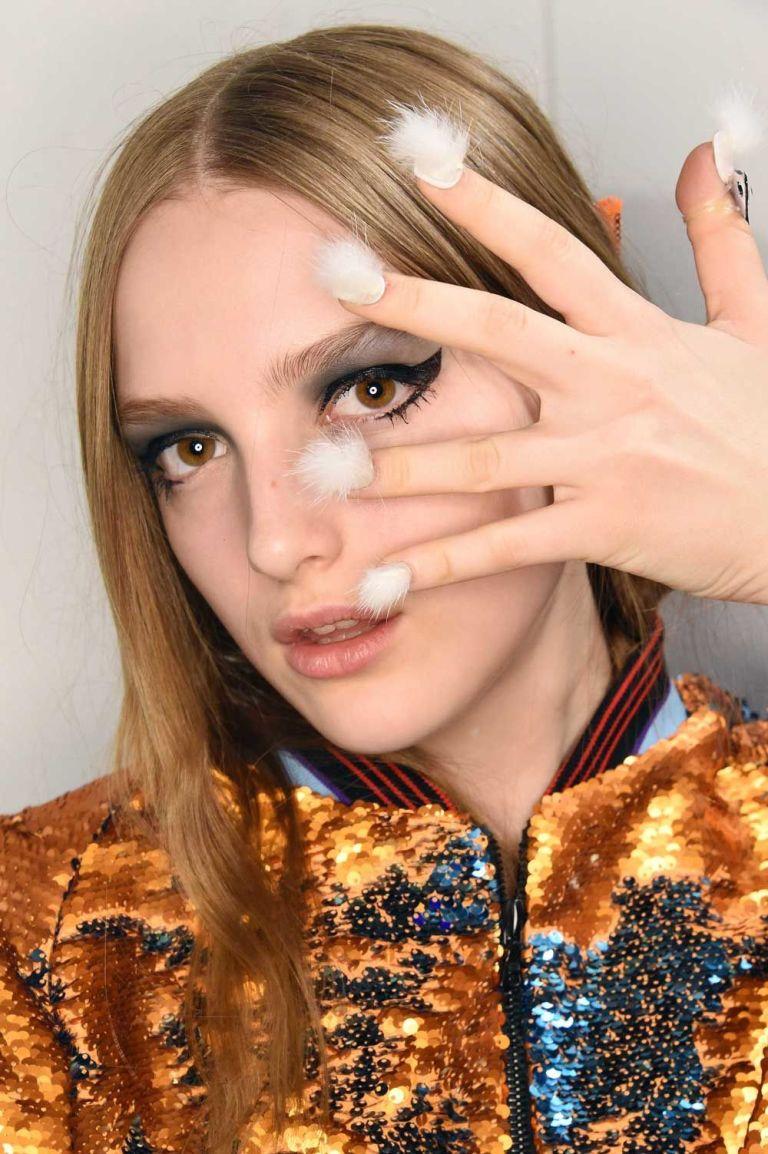 furry nails unhas peludas é a nova tendência em nail art