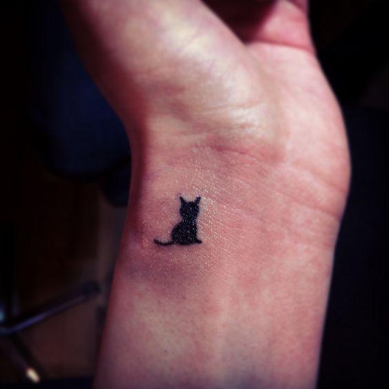 tatuagem delicada de gato