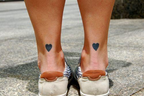 tatuagem delicada no tornozelo