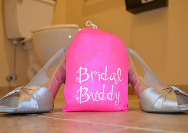 Acessório facilita a vida das noivas na hora de ir ao banheiro
