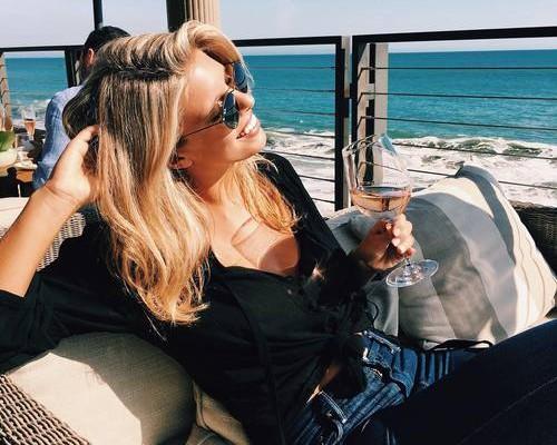 Estudo afirma que uma taça de vinho equivale à uma hora de academia