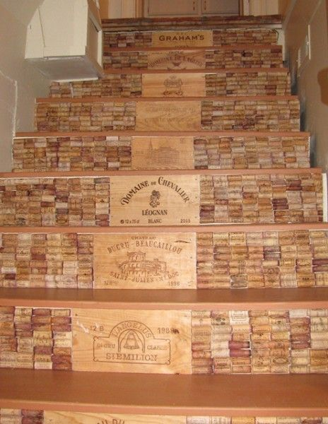 rolha de vinho na decoração escada