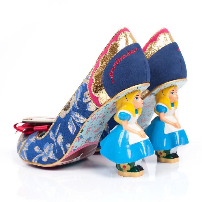 sapatos inspirados no filme Alice no país das maravilhas