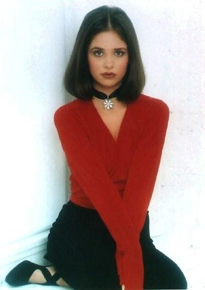 tendência de moda anos 90 gargantilha preta de cetim com pingente