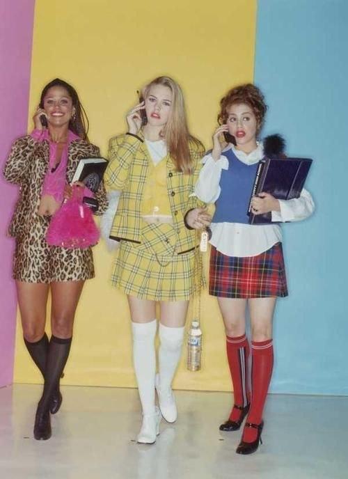 tendência de moda anos 90 meia até o joelho