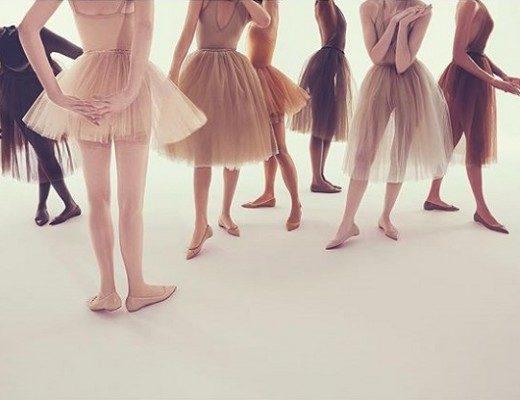 Louboutin e sua coleção de sapatilhas em tons nude 1