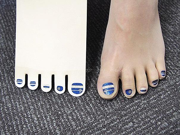 Marca japonesa lança meia-calça para quem tem preguiça de pintar as unhas dos pés 10