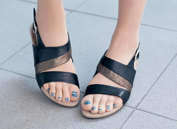 Marca japonesa lança meia-calça para quem tem preguiça de pintar as unhas dos pés 2