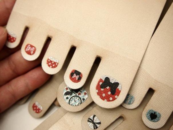 Marca japonesa lança meia-calça para quem tem preguiça de pintar as unhas dos pés 3