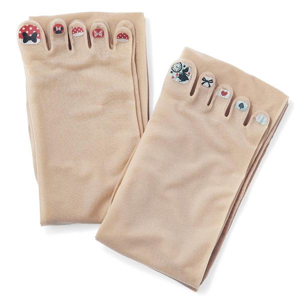 Marca japonesa lança meia-calça para quem tem preguiça de pintar as unhas dos pés 7
