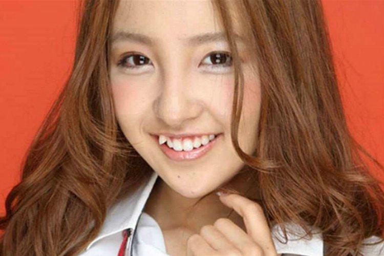 Yaeba dentes tortos de propósito no japão