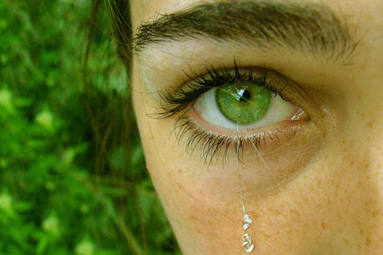 joias no globo ocular