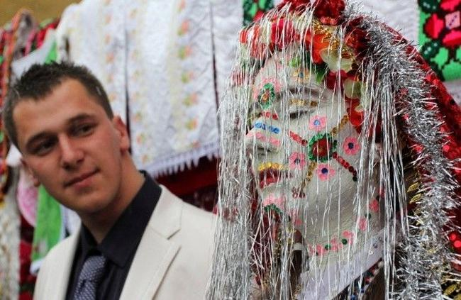 tradição de pintar o rosto das noivas na bulgária