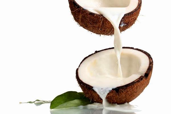 leite de coco para beleza
