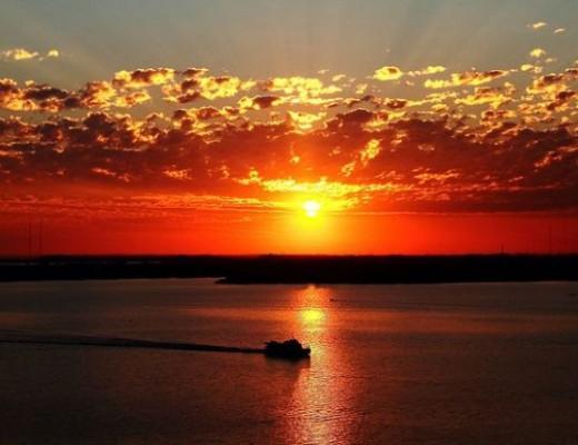 pôr do sol no Guaíba em Porto Alegre