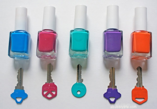 pinte as chaves de casa com esmalte