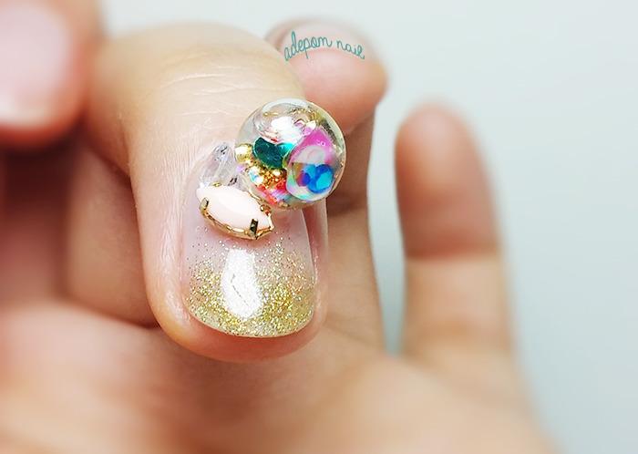 mini globo de neve nas unhas tendência nail art