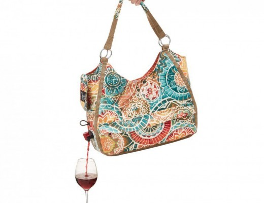 Bolsa vem com compartimento especial para guardar vinho