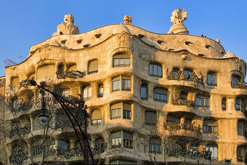 Casa Mila criação de Gaudi em barcelona