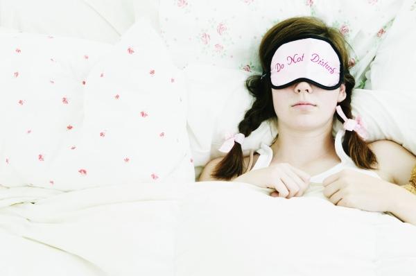 Mulheres dormem mais porque o cérebro é mais complexo, segundo estudo