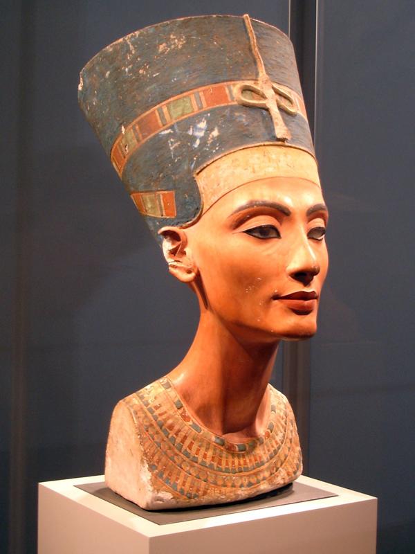 Nefertiti de batom