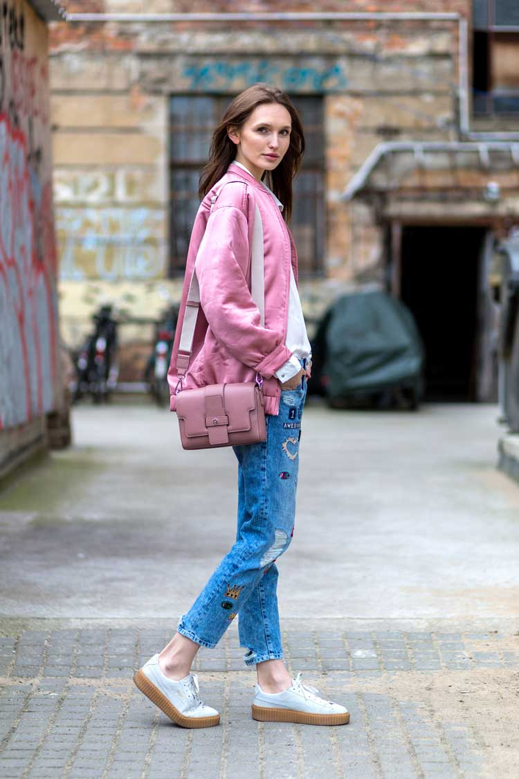 looks-com-calçado-creeper-calça-jeans-e-jaqeuta-rosa